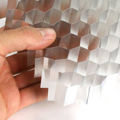 "19.1mm (3/4"") Cell Aluminium Honeycomb in Hand"